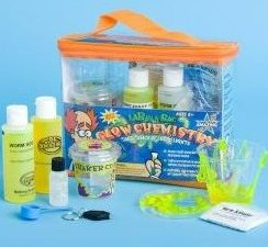 Gift Guide: Steve Spangler Science Glow Chemistry Kit Review