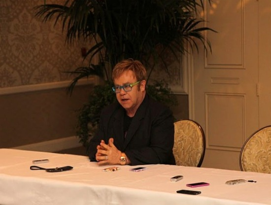 Mom bloggers interview Sir Elton John for Gnomeo & Juliet
