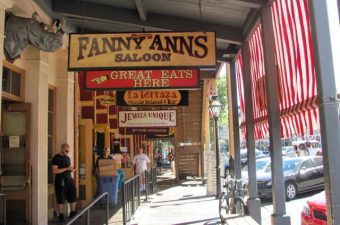 old-town-sacramento-shopping