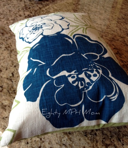 Make your own decorative pillows out of placemats!