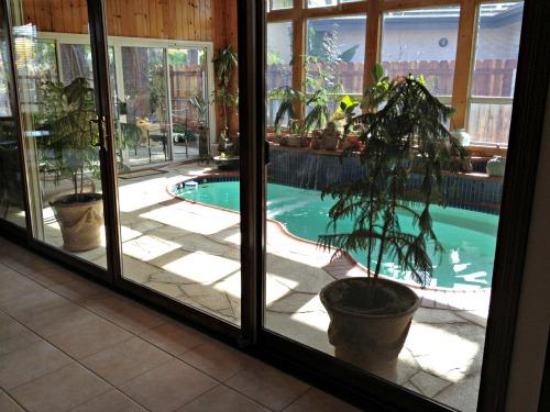 pool, rude home sellers,