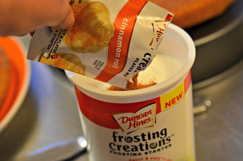 duncan hines frosting mix-ins,cinnamon roll frosting
