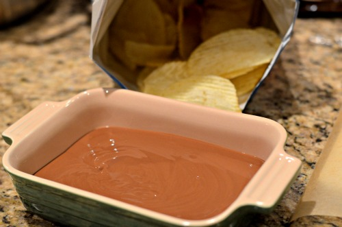 melted chocolate,potato chips