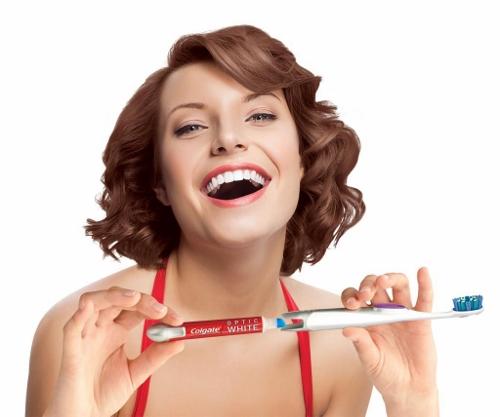 Colgate Optic White Toothbrush + Whitening Pen