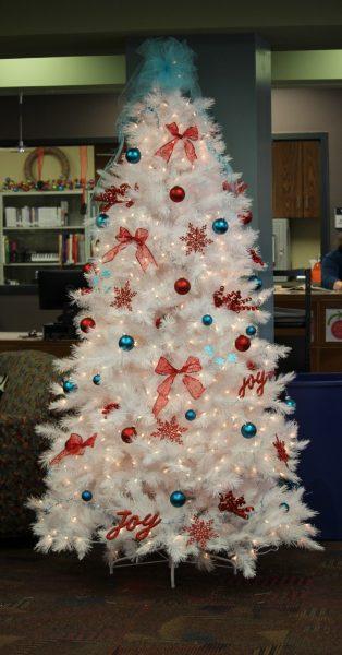 Treetopia_White_Christmas_Tree_2