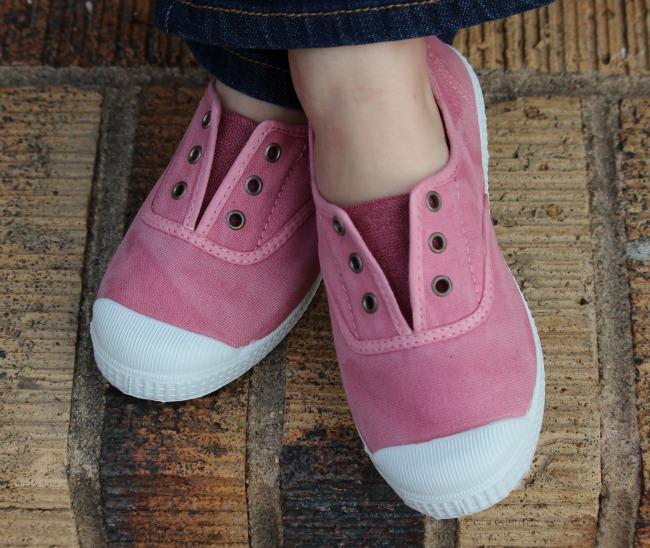 Cienta Pink Slip-On