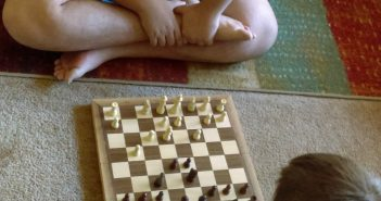 GrowUpSmart Chess Set - Review and Giveaway