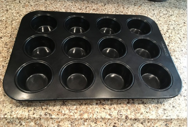 Calphalon Signature Nonstick Bakeware Set muffin pan