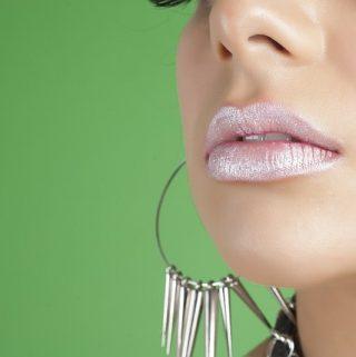 how to wear glitter makeup