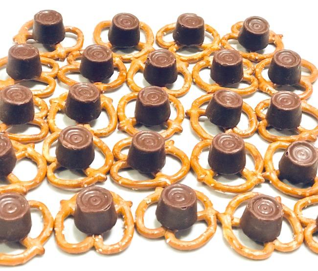 Minty Sweet & Salty Pretzel Buttons