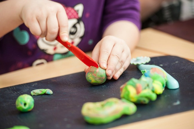 Have a little artist at home? Discover some art theme gifts here!