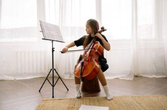 Kid playing Violin